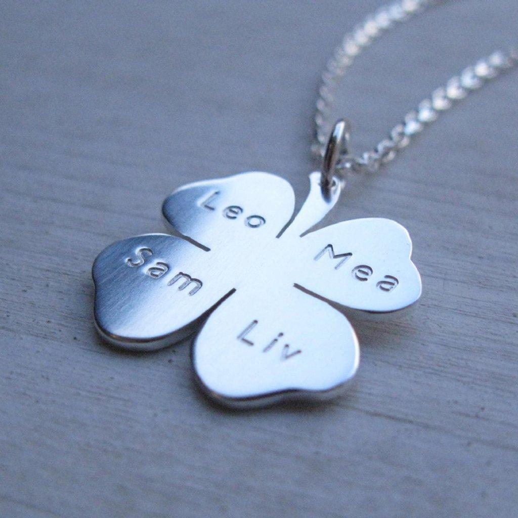 Det här är Familjesmycken! Personliga smycken online. 179a47ac0dc9d